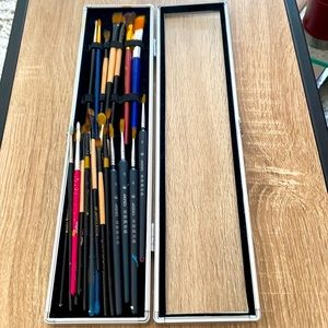 Paintbrush & Paint Kit w/Hard Case